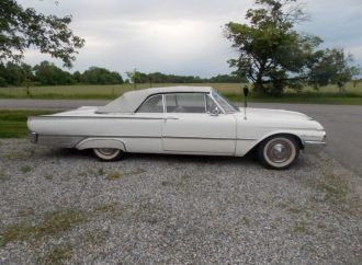 My Classic Car: Gary Chittenden's 1961 Ford Sunliner