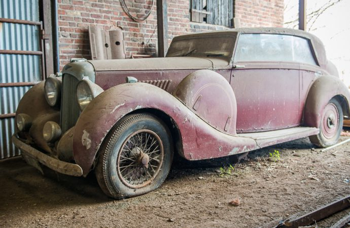 Restoration auction features British barn-found vehicles