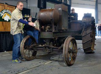 Vintage tractors, farm 'relics' bring $2 million in sales at Mecum auction