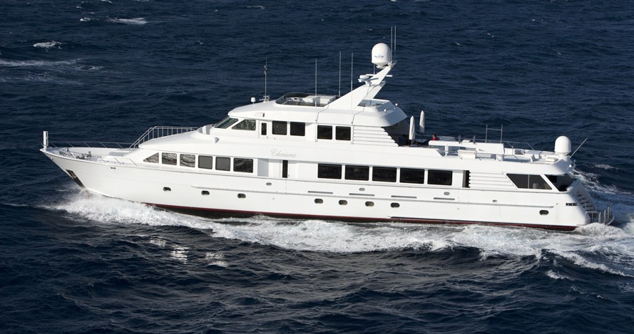 The Hatteras 130 is the biggest boat at auction | Mecum Auctions