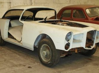 'Barn-find' classics soar at British auction