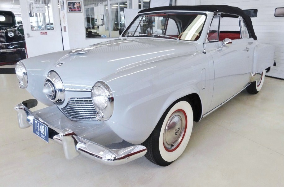 The 'bullet-nose' styling of the 1950-51 Studebakers is credited to designer Robert Bourke