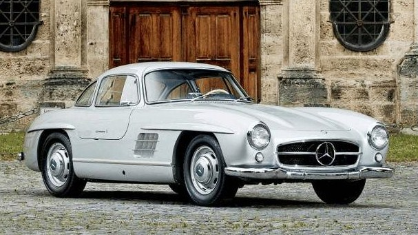 Briggs Cunningham debuted his new 300 SL on the track | Gooding