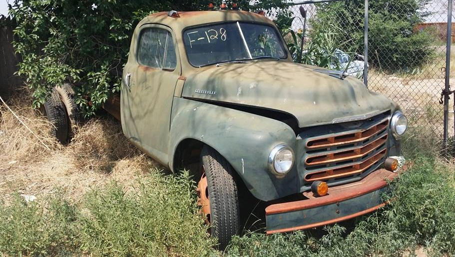 An early 1950s Studebaker truck in the weeds| A1 Auto Salvage