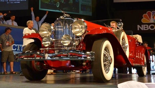 The 1935 Duesenberg crosses the block on its way to a $1.265 million sale | Auctions America