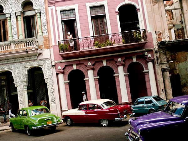 Havana street scene| California Automobile Museum