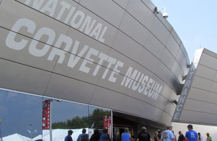Sinkhole attracts record numbers to Corvette museum