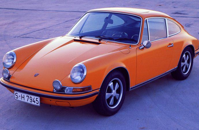 Navigation-audio system designed for classic Porsches