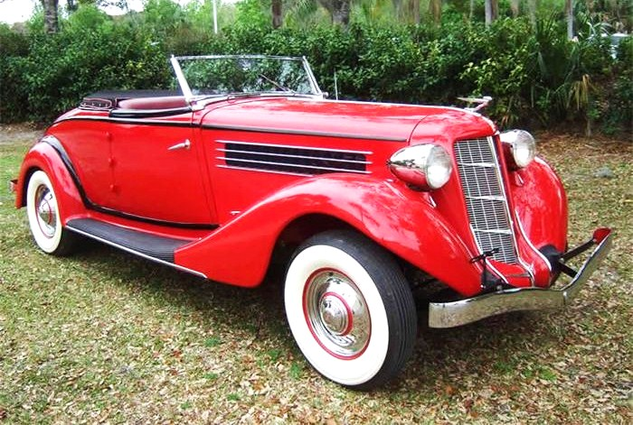 The 1935 Auburn 851 Cabriolet is a stunning example of the classic design era