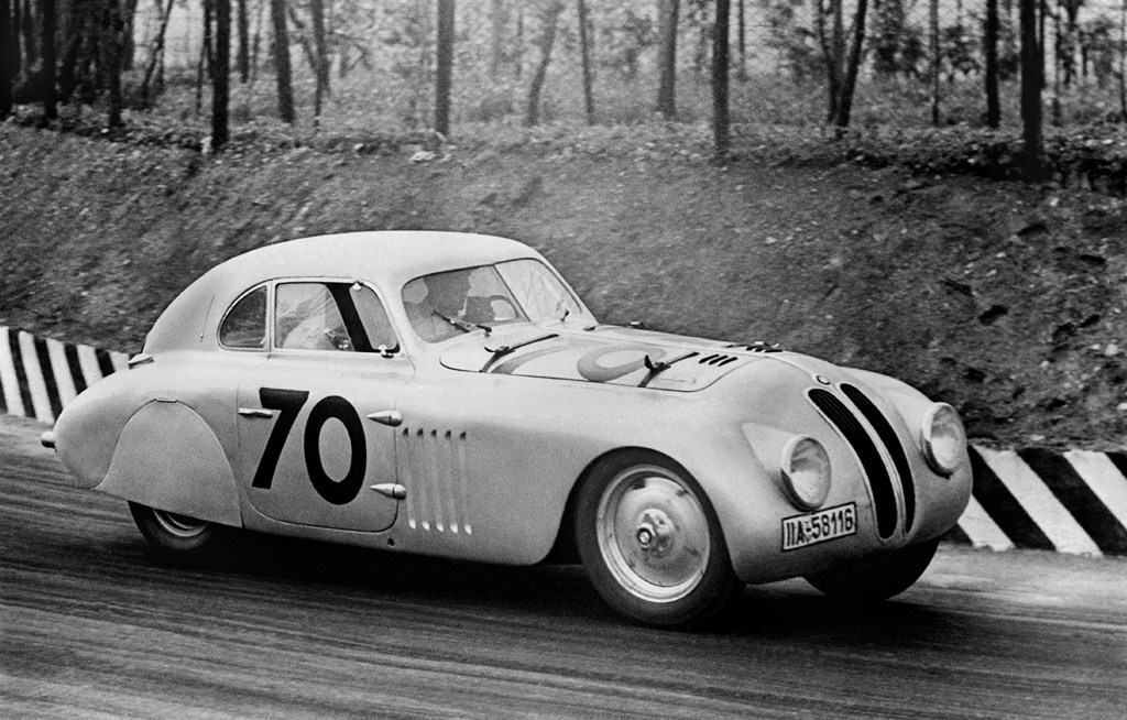 The streamlined BMW 328 was the resounding winner of the revised 1940 Mille Miglia | BMW archive