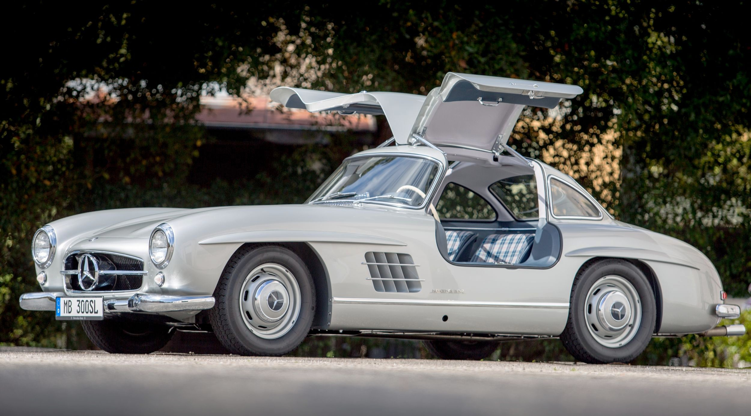 first 300 sl gullwing sold in u s joins historic registry journal. Black Bedroom Furniture Sets. Home Design Ideas