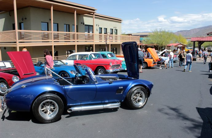 Cave Creek building its classic car auction business