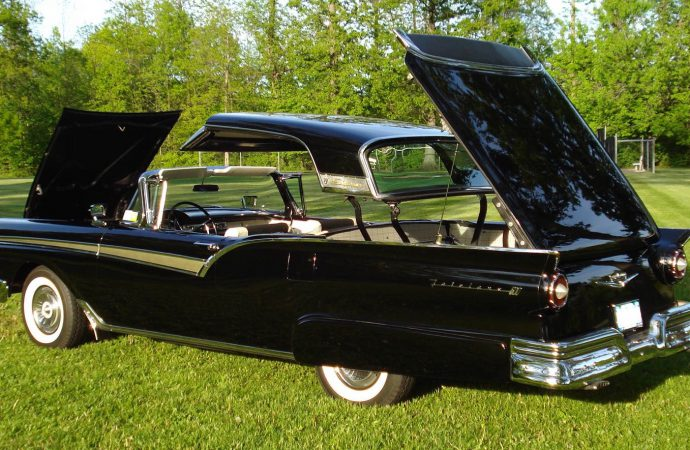 My Classic Car: Gene's 1957 Ford Skyliner