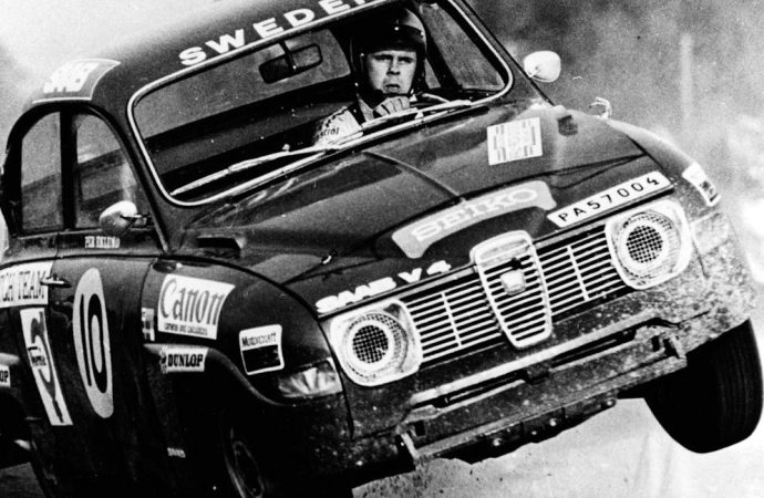 Erik Carlsson, rally champion in Saabs, dies at 86