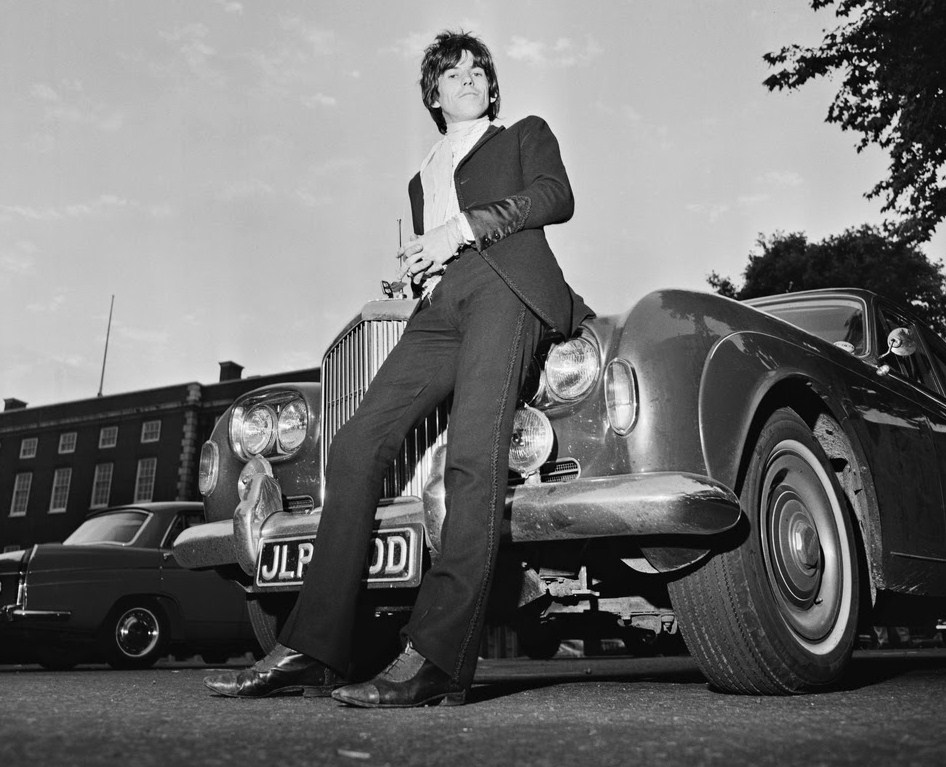 Keith Richards in 1967 with his Bentley named Blue Lena | Norman Potter/Bonhams