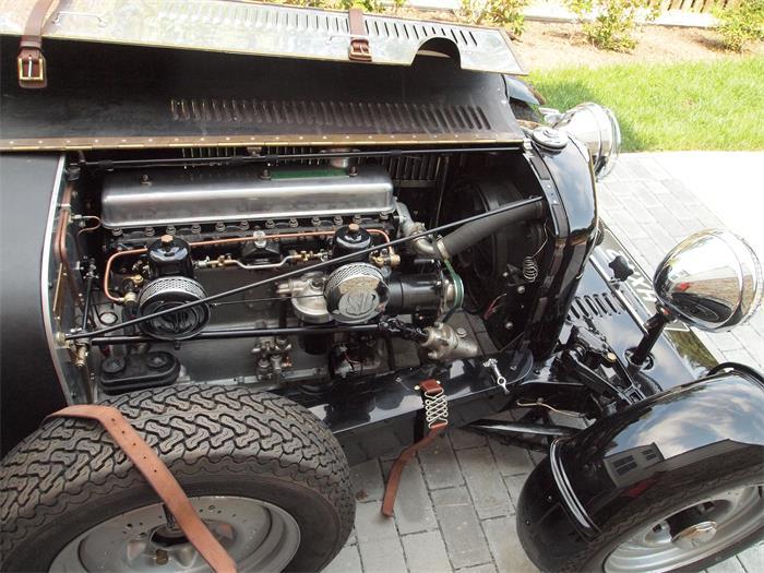710236_21174348_1947_Bentley_Mk+VI+Special