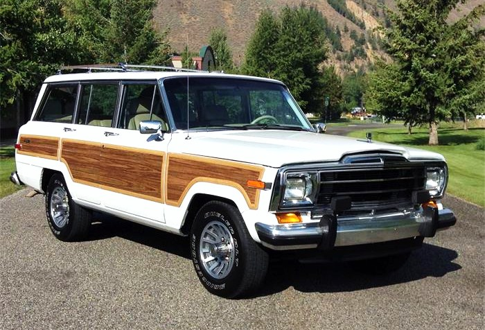 The Jeep Grand Wagoneer looks all ready for a vacation trip
