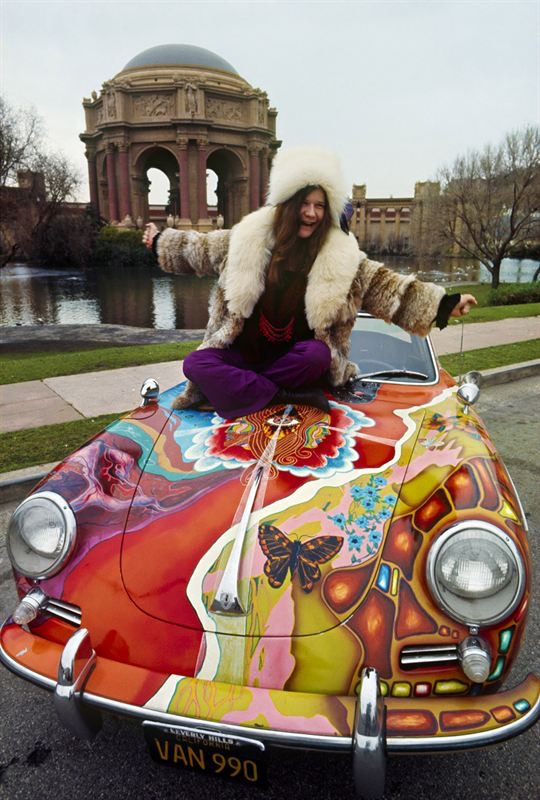 Janis Joplin and her Porsche | © Jim Marshall Photography LLC courtesy RM Sotheby's