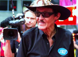 Richard Petty charity Mustang sale wows Mecum's Dallas auction