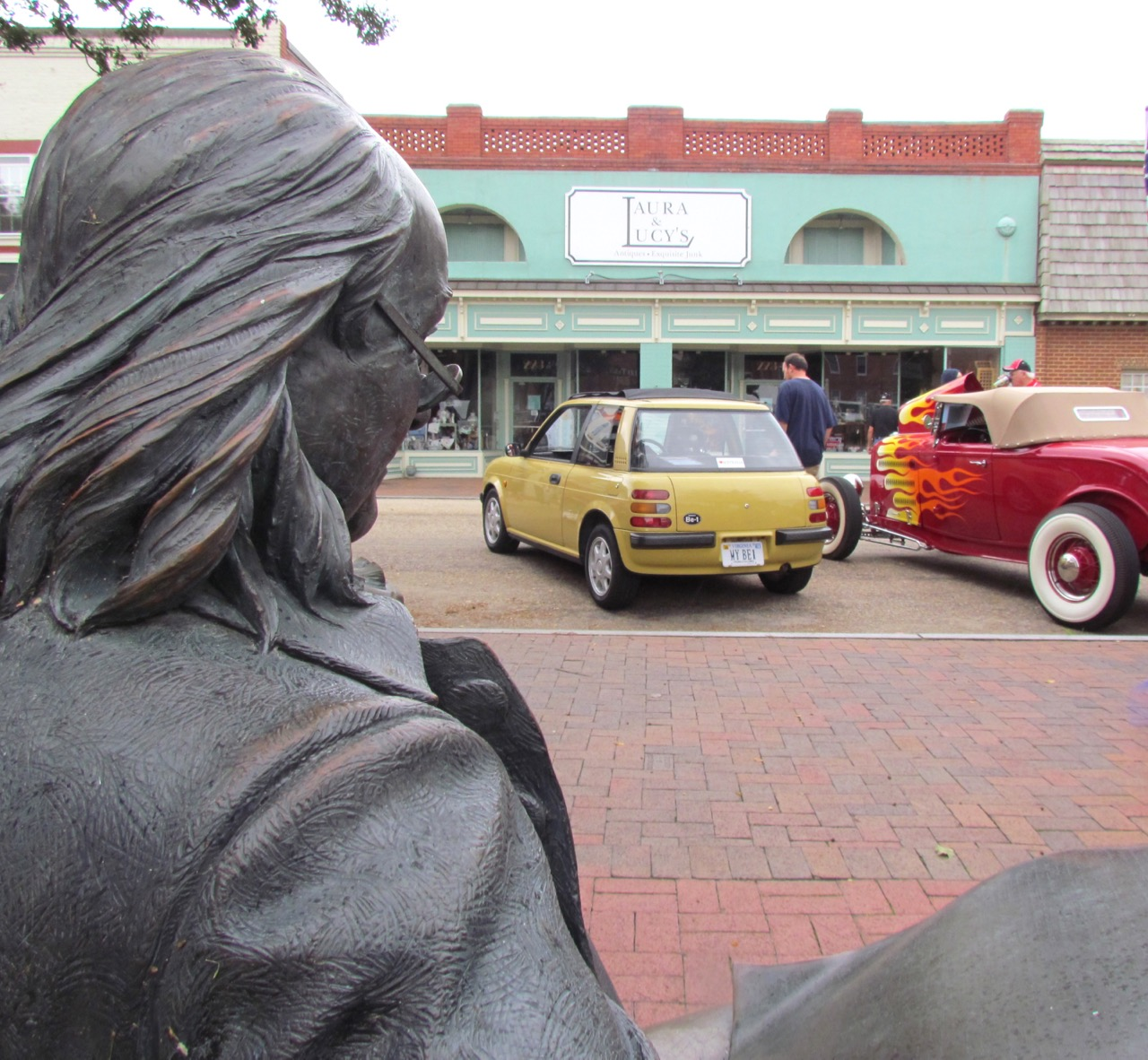 Ben Franklin's not sure what to think about car show on usually quiet main street of Smithfield, Virginia| Larry Edsall photos