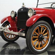 1922 REO 6C 7-passenger touring car