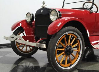 1922 REO 6C 7-passenger touring car
