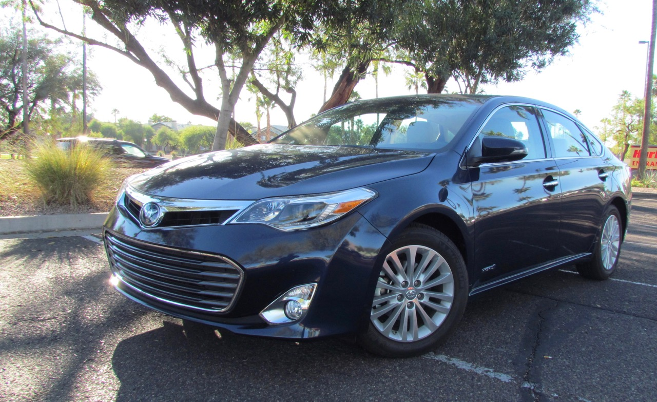 2015 Avalon Hybrid: Full size ride but micro-car fuel economy | Larry Edsall photos