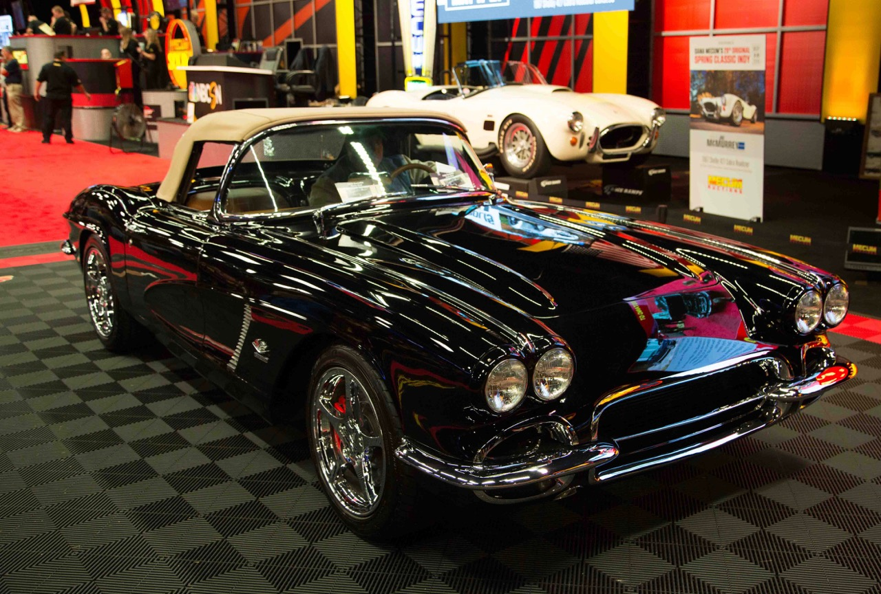 1962 Chevrolet Corvette hammers sold for $135,000 | Mecum photo by Magie Pinke