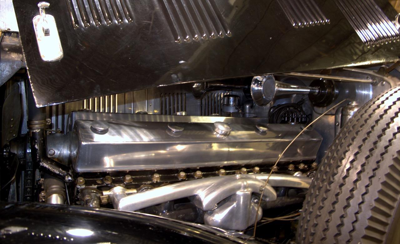 Peerless Sixteen engine