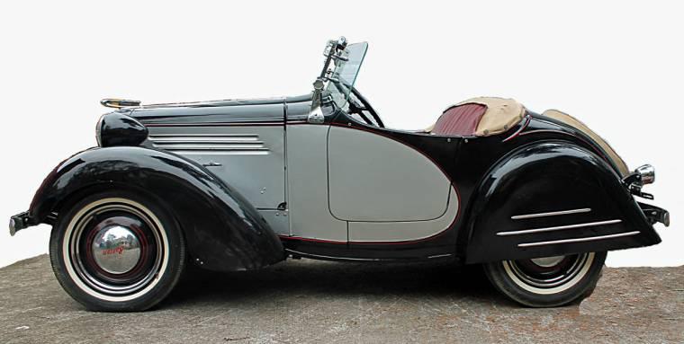 12527049-this-1938-bantam-micro-car-convertible-will-be-sold-may-27-29-in-newnan-georgia