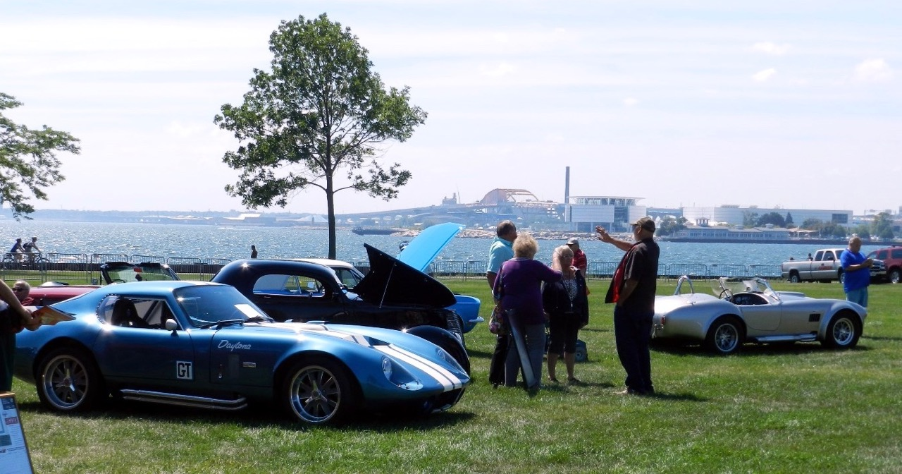 Cars on the lakefront at the 2015 Show & Glow event in Milwaukee | Mike Wiviott photos courtesy The Masterpiece