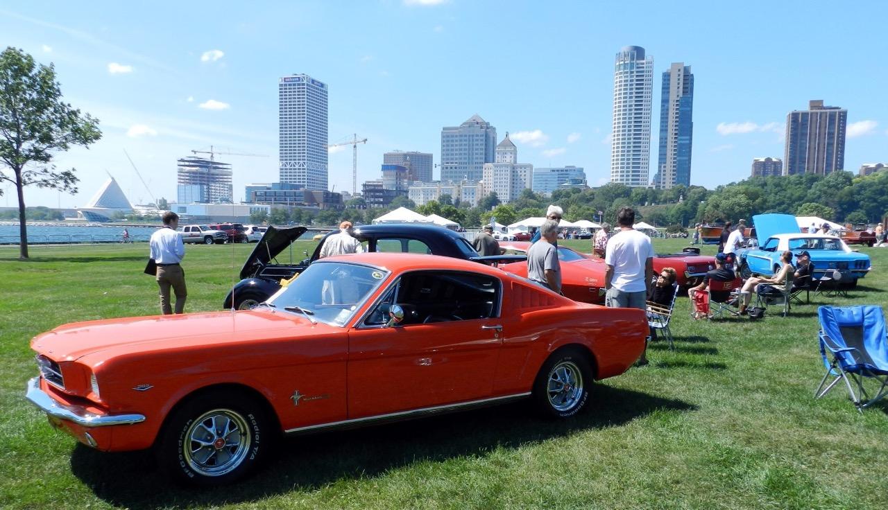 Cars and the Milwaukee skyline