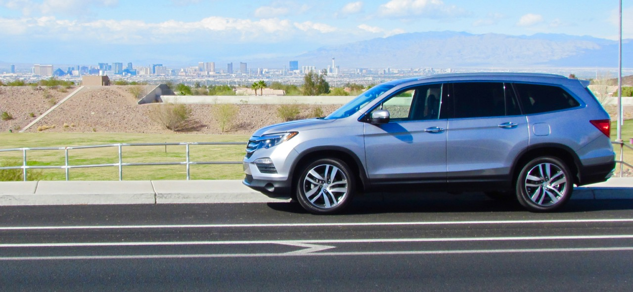2016 Honda Pilot with The Strip of Las Vegas in the background | Larry Edsall photos