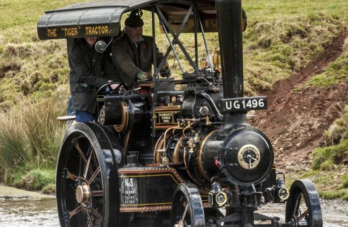 Scottish 'lochs and glens' challenge vintage vehicles