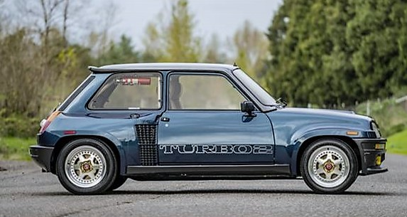 The low-mileage Renault is said to be in excellent preserved condition