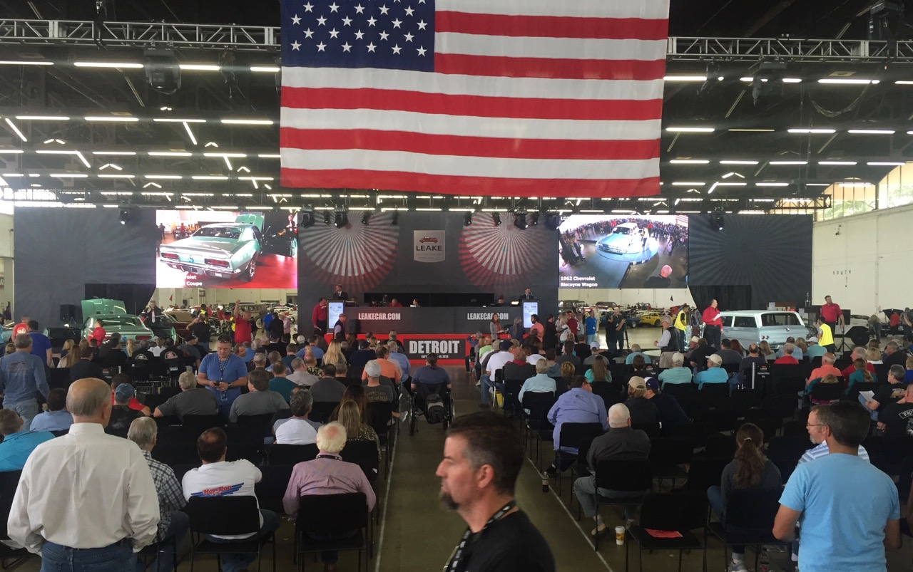 Leake debuted its new auction stage backdrop at its Dallas Spring sale | Leake photos