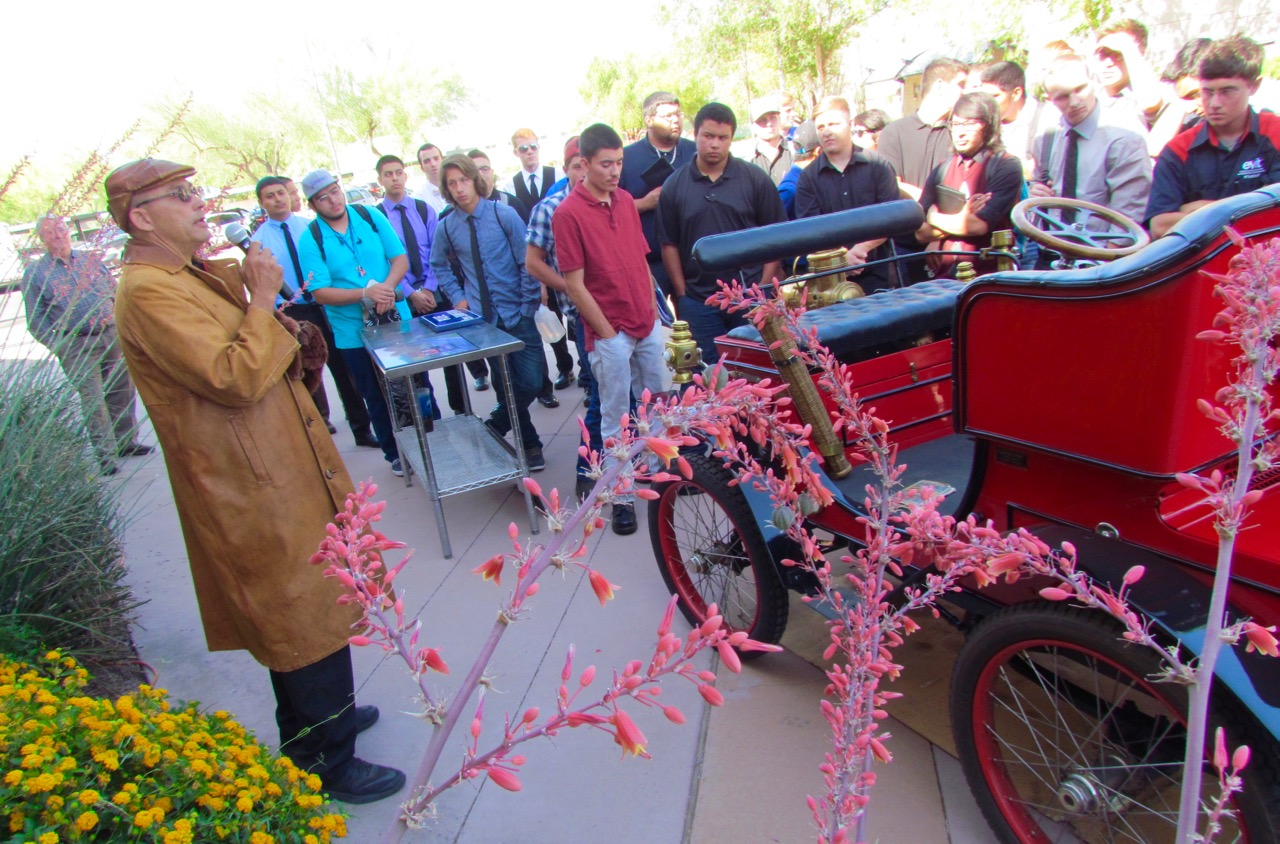 Alan Travis draws a crowd of students as he shows his vintage vehicles | Larry Edsall photos