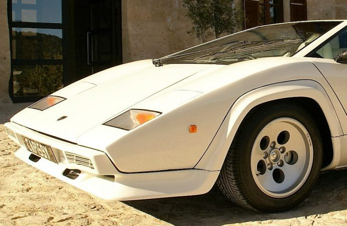 Lamborghini Countaches lead Silverstone UK auction