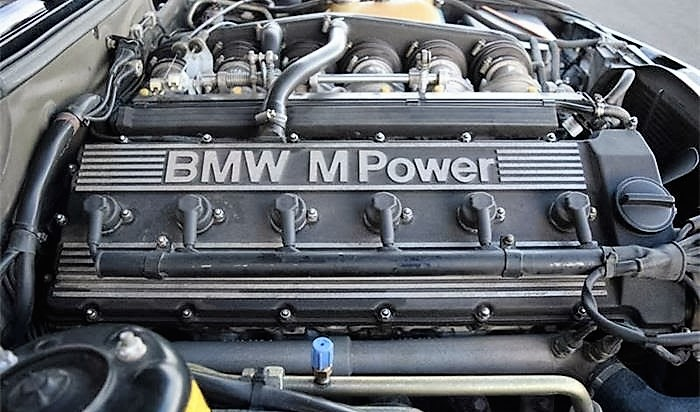 The inline-6 engine is the same as that in the exotic BMW M1