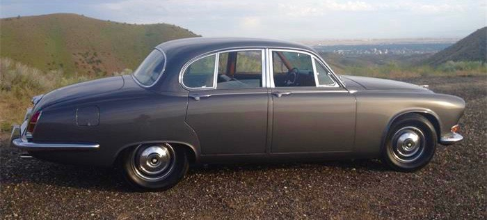 1967 Jaguar 420 has 4-speed manual and electric overdrive