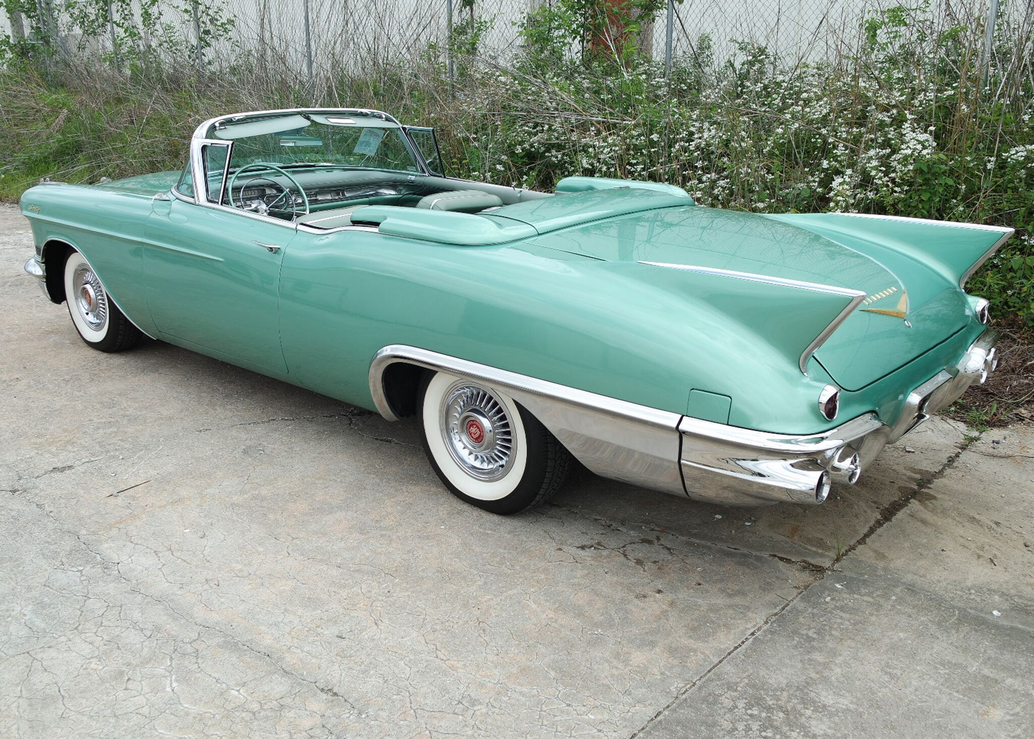 1957 Cadillac Eldorado Biarritz just misses six-figure sale | Leake Auction photos