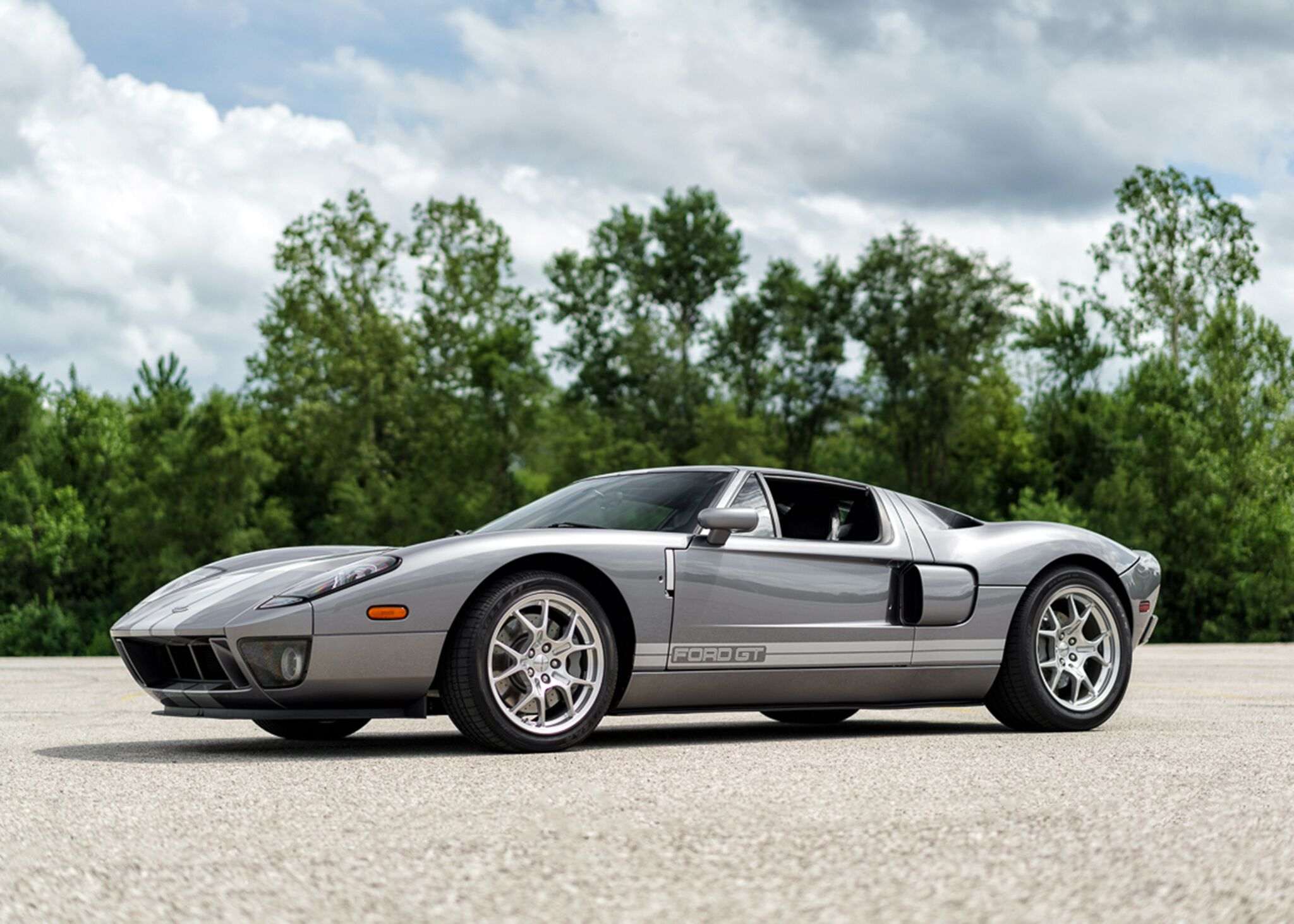 Ford GT tops Leake's hometown auction