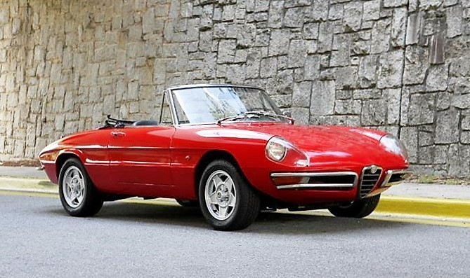The early Alfa Romeo Spiders with their tapered tails and covered headlights are most desirable