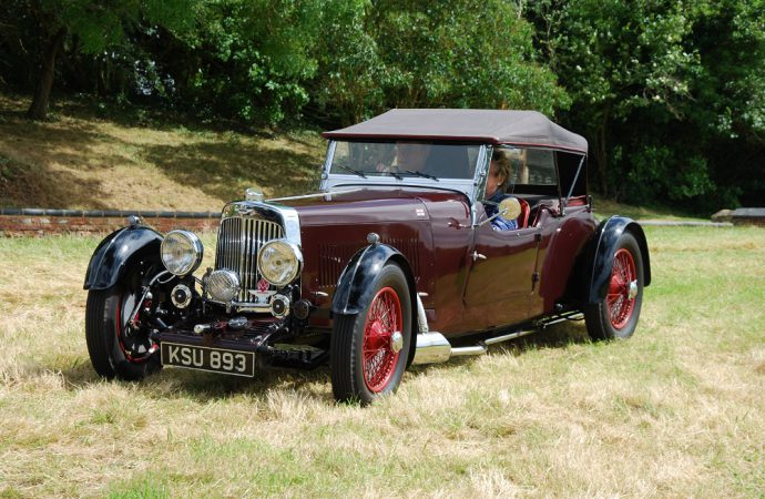 Pre-war Astons celebrate Ecurie Bertelli's 40th anniversary