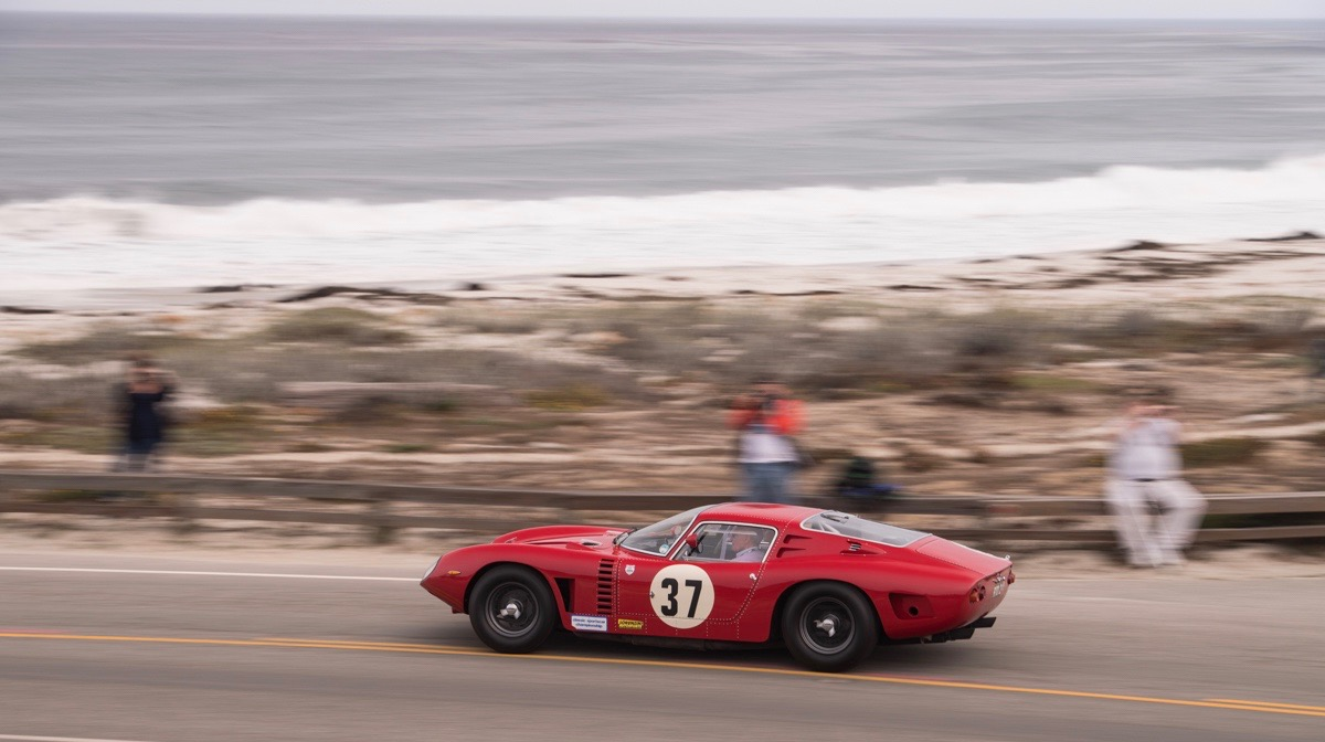 Photographer's dream: Amazing cars driving along the oceanfront on the Tour d'Elegance | Dirk de Jager photography