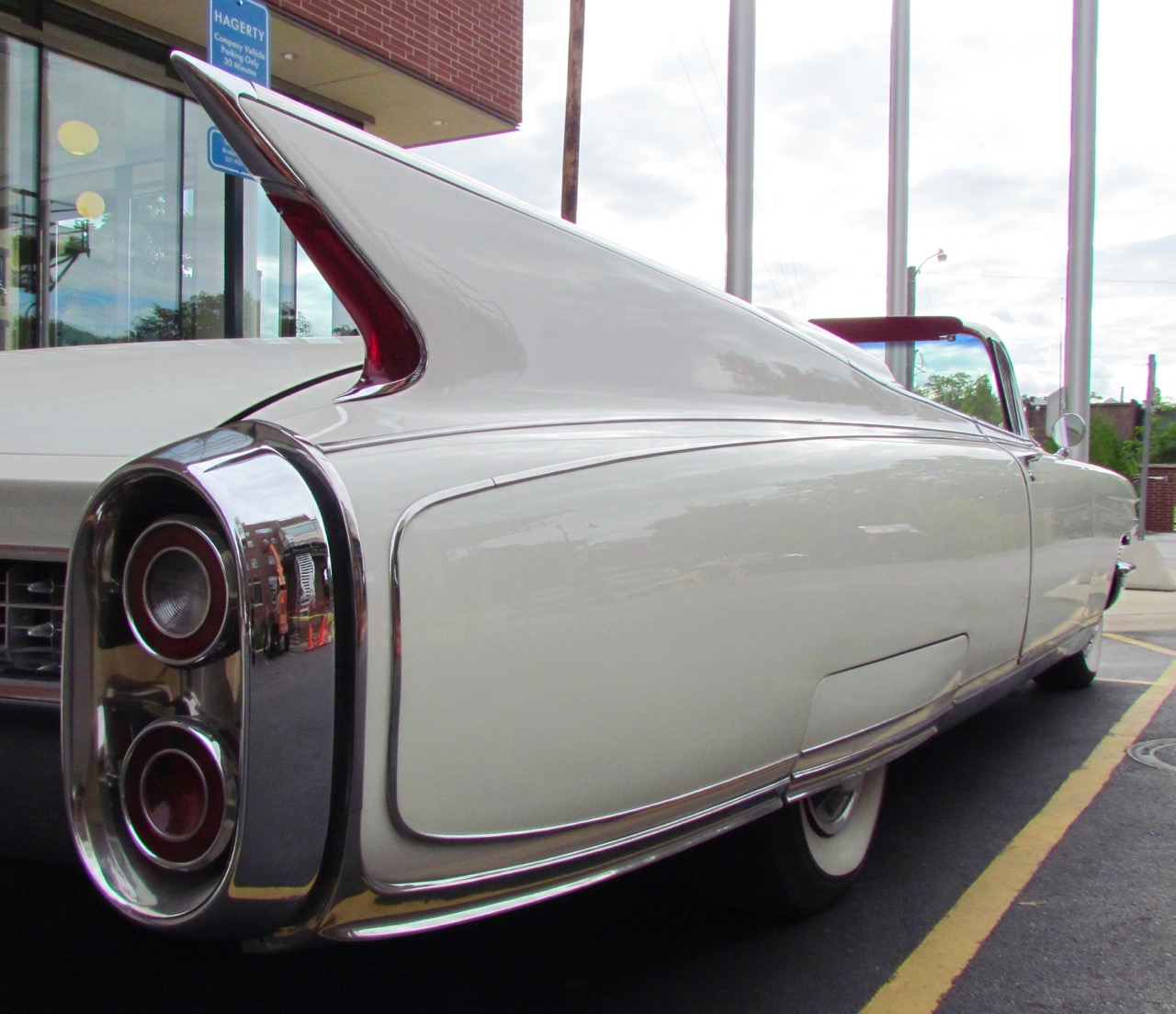 '60 Eldorado's tail fin is sleek and classy
