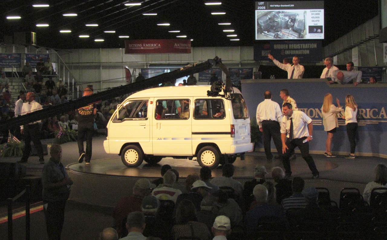 A 1990 Suzuki Join 660 Deluxe van is on the block at Auction America's Labor Day weekend sale | Larry Edsall photos