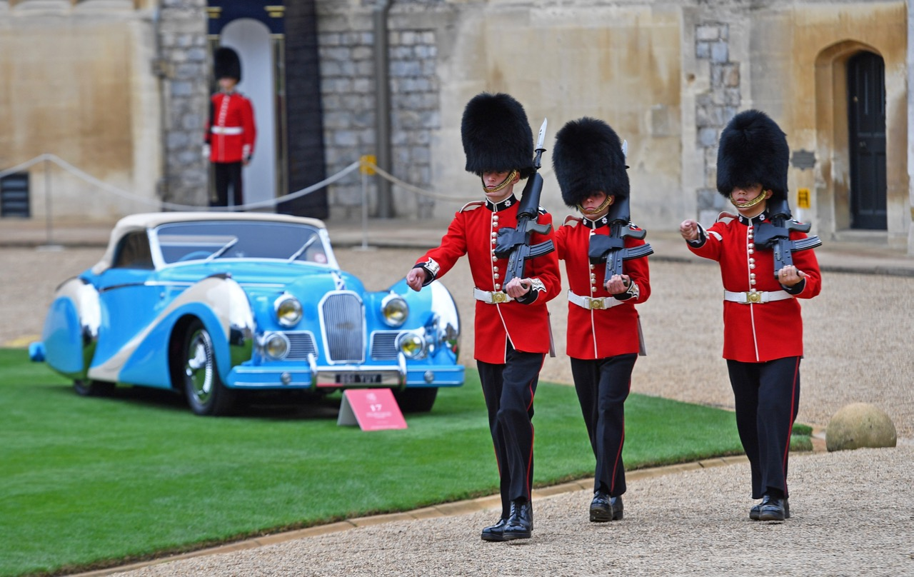 Bobbies and a Talbot Lago T26 Grand Sport cabriolet at Windsor Castle for the Concours of Elegance | Concours photos