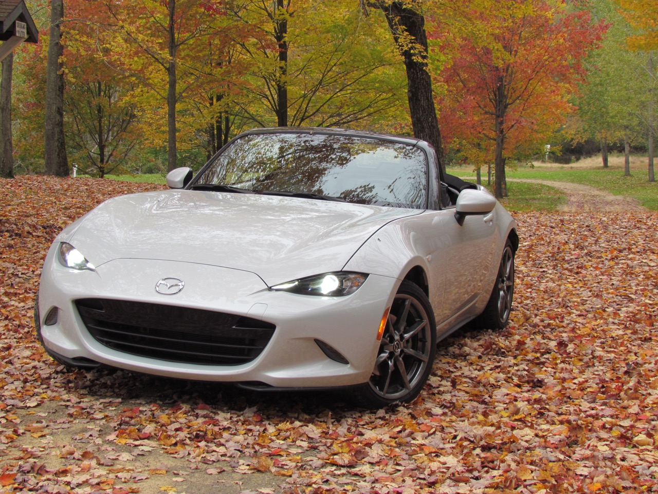 2016 Mazda MX-5 Miata has seat heaters to keep you warm with the top down | Larry Edsall photos