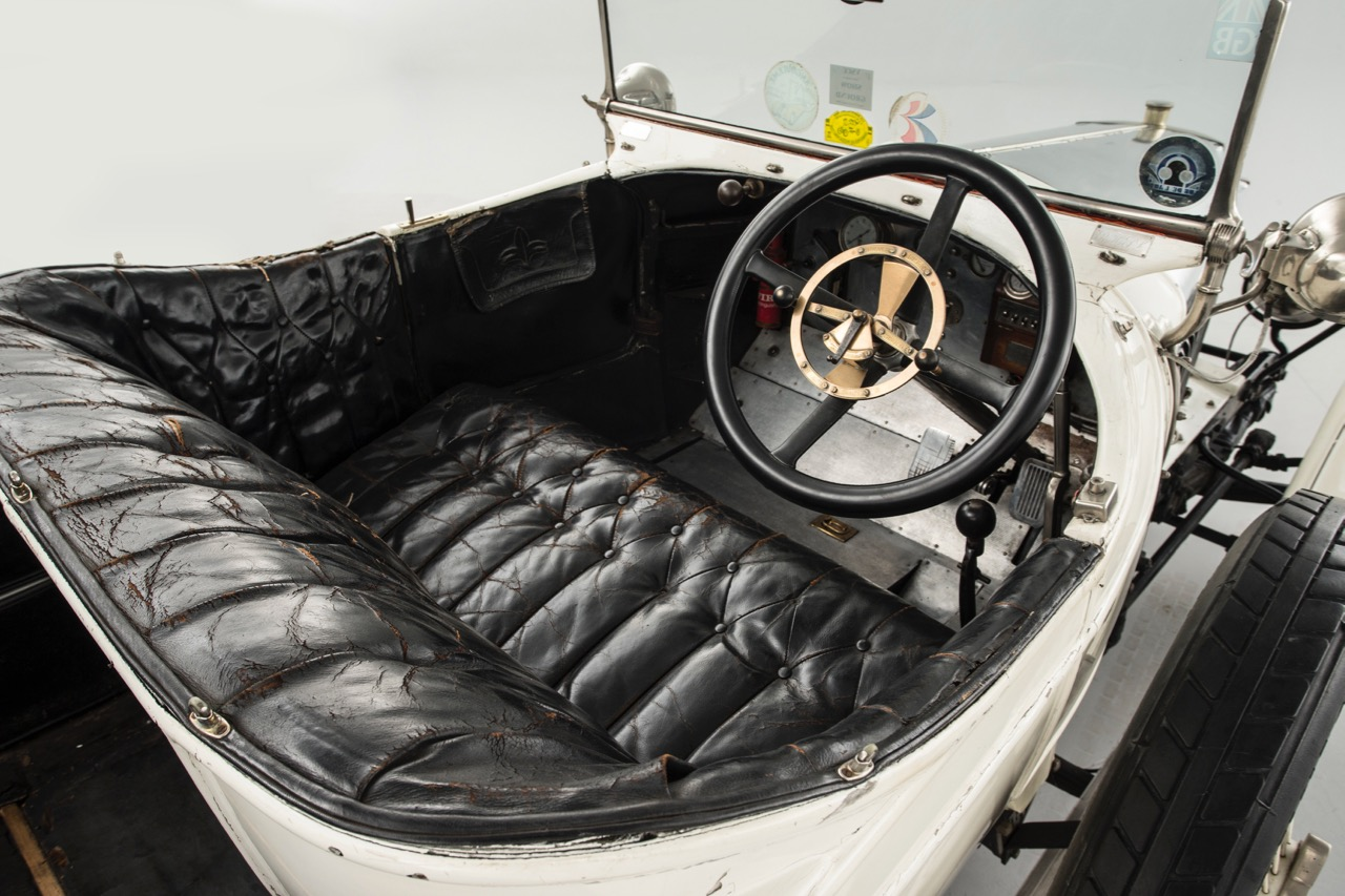 Passenger compartment patina